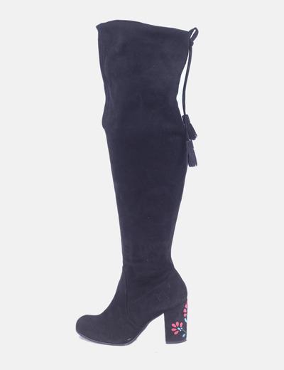 Botas altas antelina negra tacón bordado