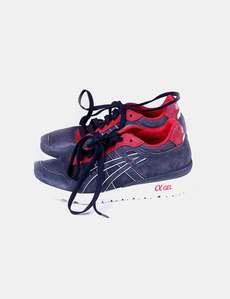 9a13b95770 Calçados esportivos de azul e vermelho Asics