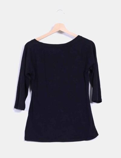 Camiseta negra escote cuadrado