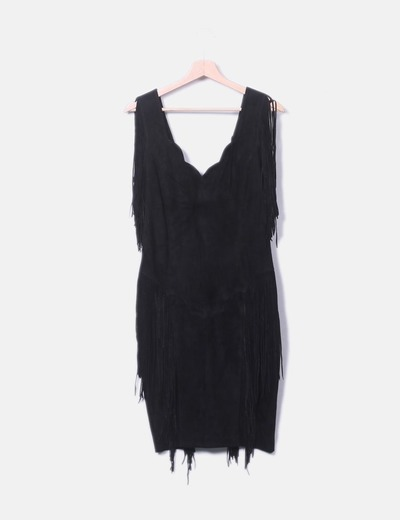 Vestido negro con flecos