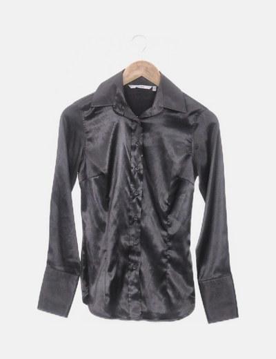Camisa satinada negra