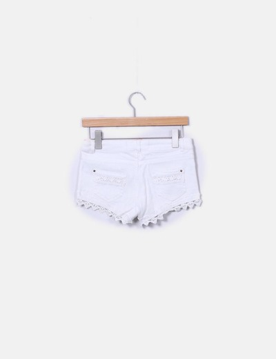 Short denim blanco detalle crochet