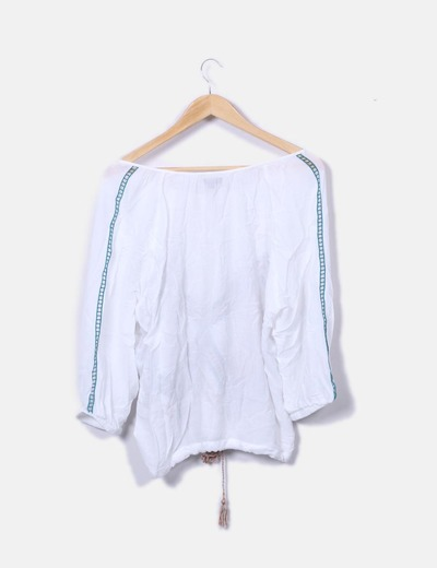 Blusa blanca con bordados