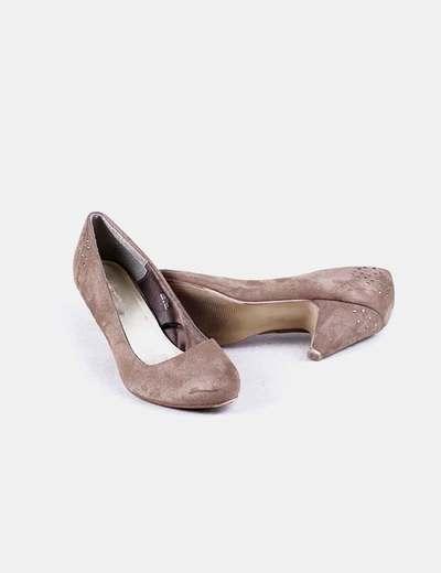 fotos oficiales fa033 63314 Zapatos marrones de tacón con tachas