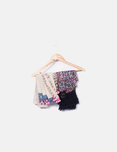 Pack scarves with fringes and pompoms NoName