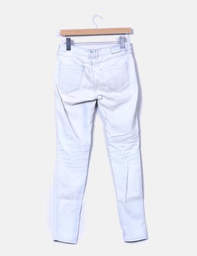 Jeans denim pitillo azul claro