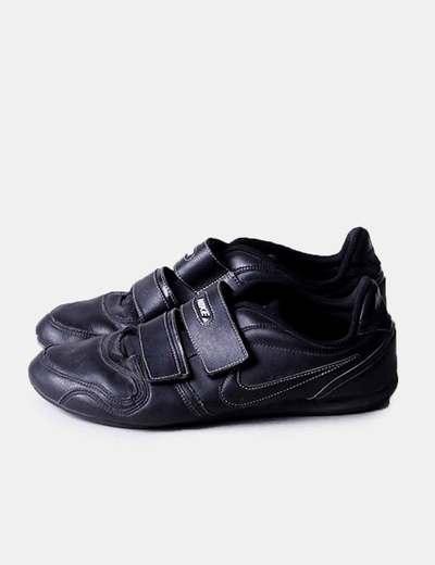 Chaussures noires de sport avec velcro Nike