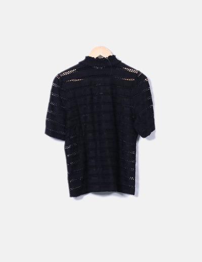 Camiseta negra troquelada
