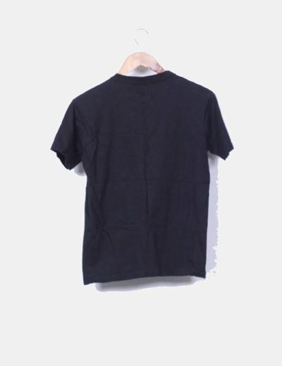 Camiseta negra bordada