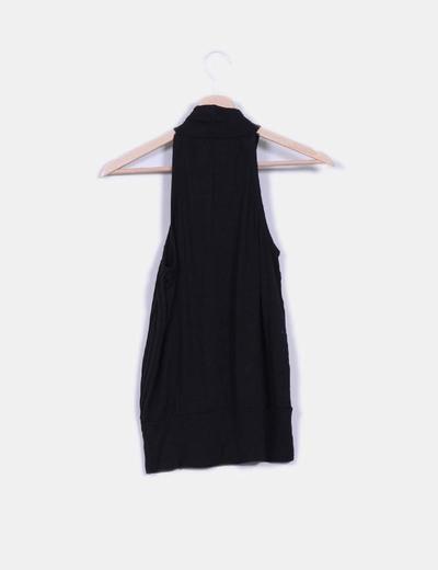 Blusa negra con tablas cuello halter