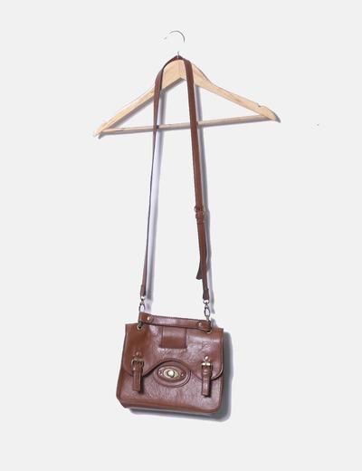 Bolso marrón estilo maletín