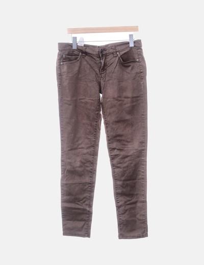 Jeans denim pitillo marrón