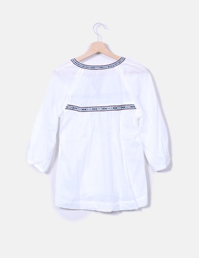 Blusa blanca con bordado etnico