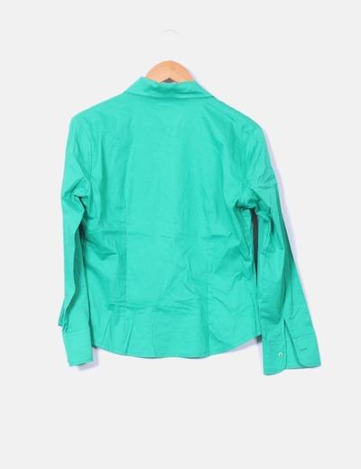 Camisa verde abotonada