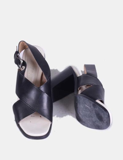 Sandalias tiras anchas piel
