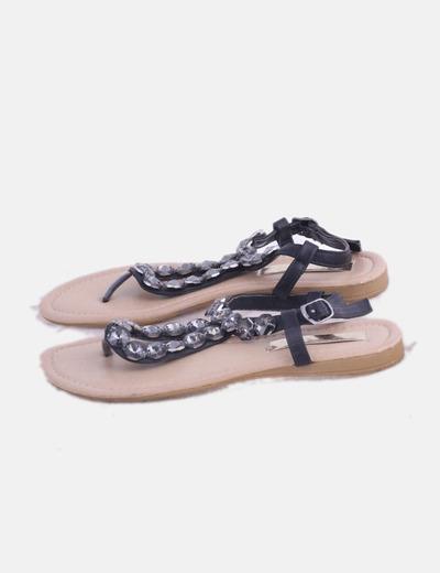 Sandalia negra con pedrería
