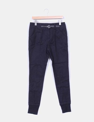 Pantalón baggy negro detalle cinturón Zara