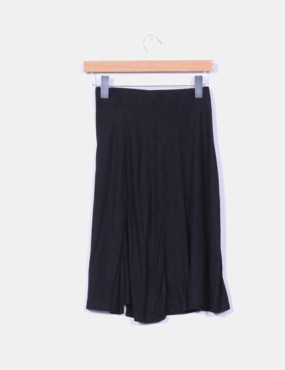 Falda midi negra con vuelo
