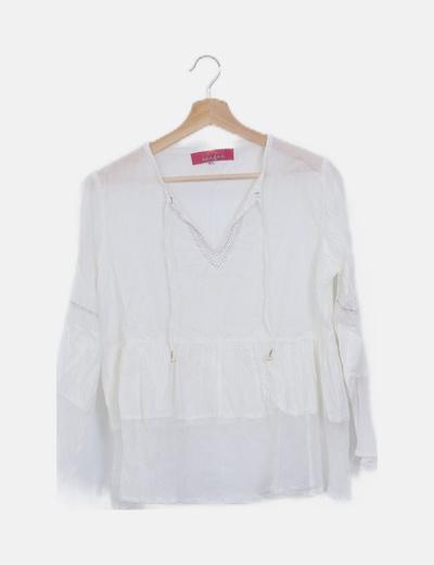 Blusa blanca cuello pico