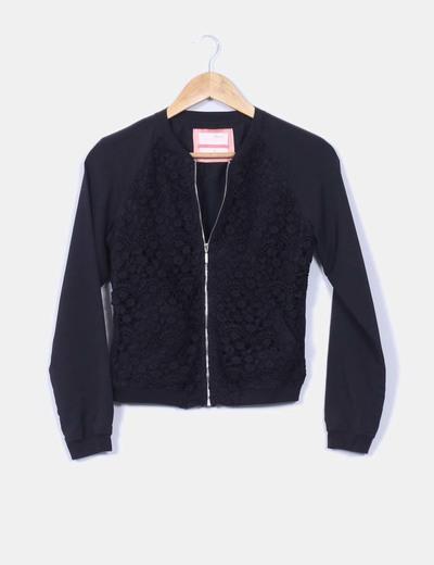 Bomber negra crochet Bershka