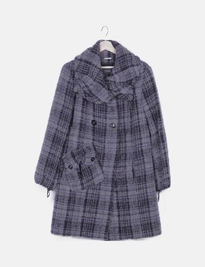 Abrigo largo gris de cuadros