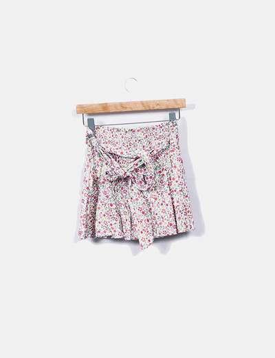Minifalda floral con cinturon