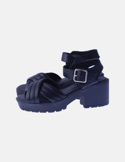 Sandalia negra tacón