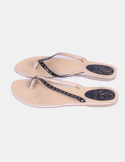 Sandalia negra con tachas Cuplé
