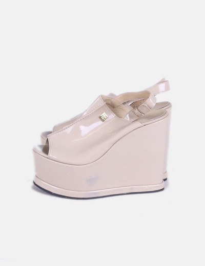 Sandálias de cunha de couro bege NOT YET