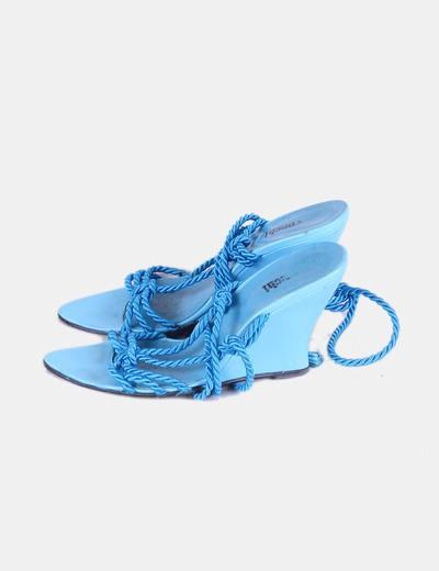 Sandalia azul con cuña trenzada NoName