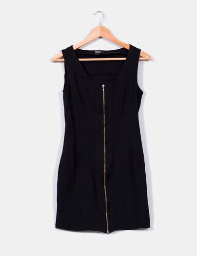 Vestido negro con cremallera