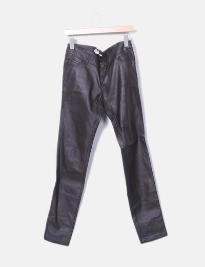 Pantalón polipiel marrón