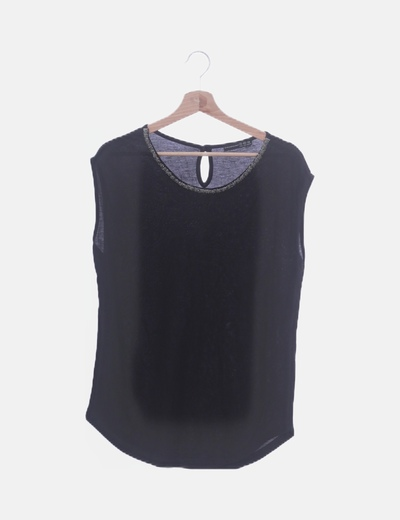 Camiseta negra cuello abalorios