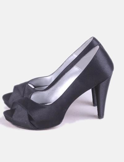 Zapato de tacón negro satinado