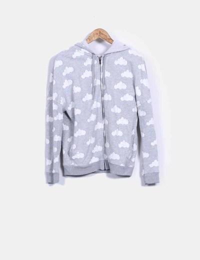 Sudadera gris print clouds con capucha Oysho