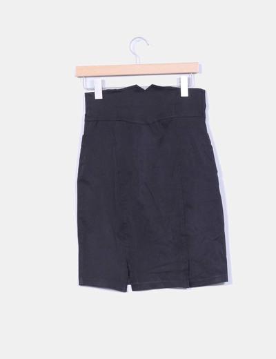 Falda negra de tiro alto