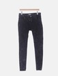 Pantalón pitillo negro desgastado Pull&Bear