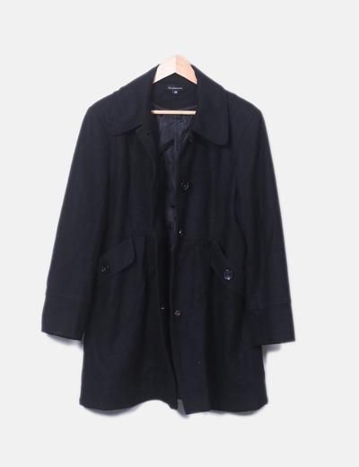 Abrigo negro con botones