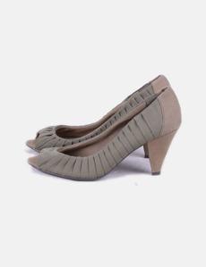 Stradivarius Sapatos brancos com saltos (desconto de 98