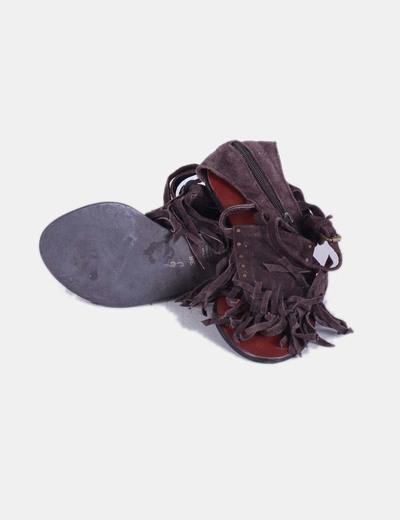 Sandalias serraje marron flecos