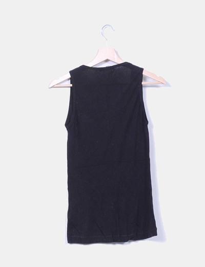 Camiseta negra escote asimetrico