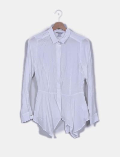 Camisa blanca detalle vuelo H&M