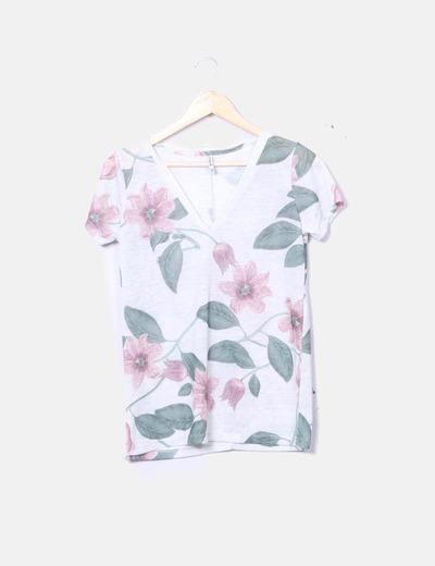 Camiseta floral cuello pico