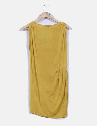 Vestido mostaza sin mangas