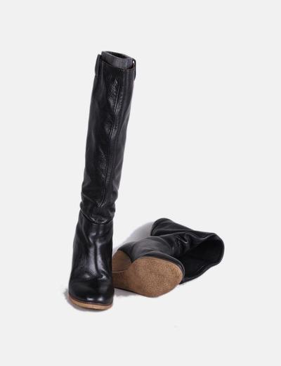 Bota negra alta de cuña Zara