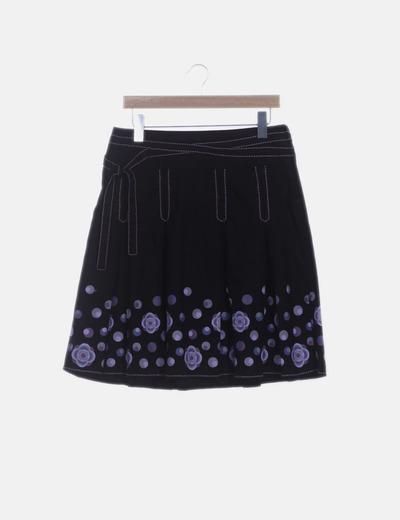 Falda negra detalle morado