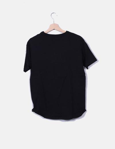 Camiseta negra escote cordones