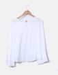 Blusa blanca manga acampanada Fórmula Joven