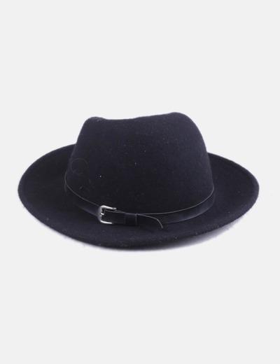 Sombrero negro con hebilla