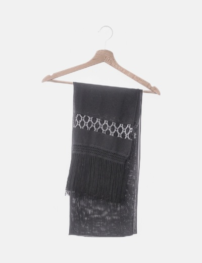 Pañuelo de gasa negra detalle crochet y flecos